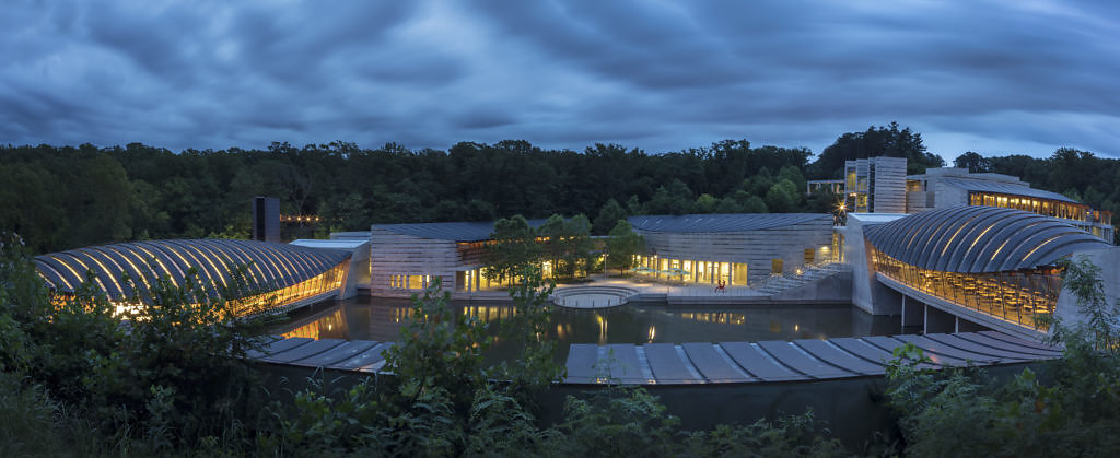 2-Panoramic-view-of-Crystal-Bridges-Museum-of-American-Art-1024x419.jpg